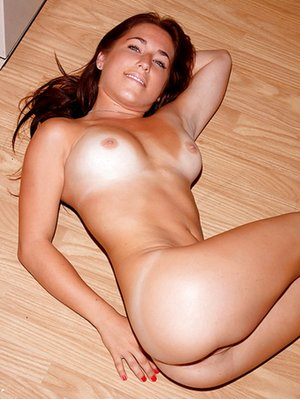 Nude Tanned Pussy Pics